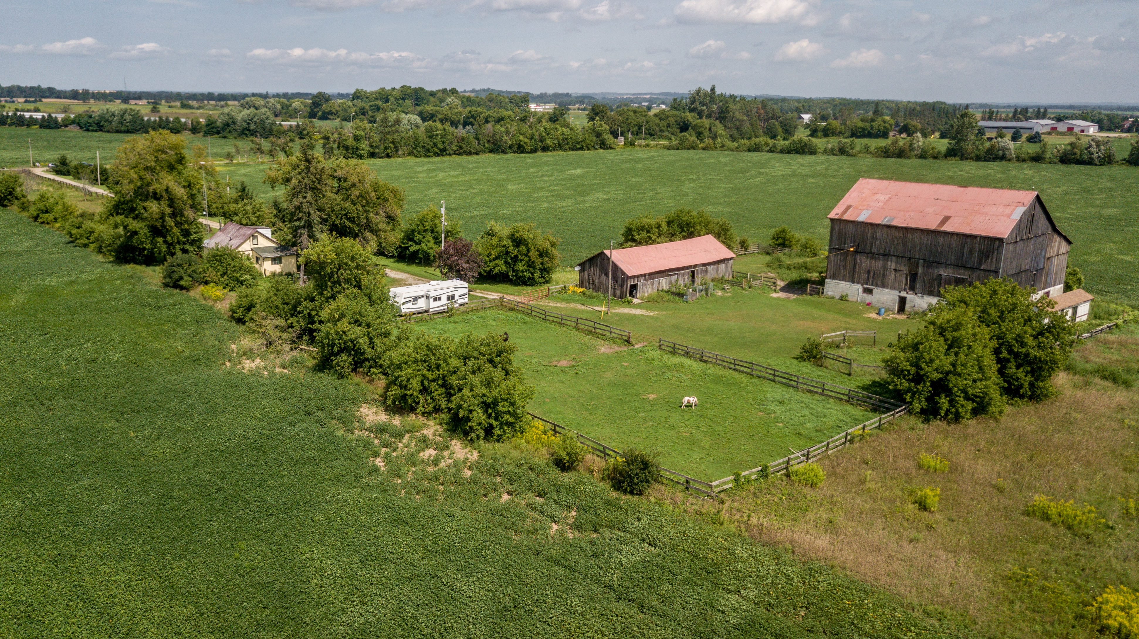 Fixer Upper Hobby Farm 2.5 acres, Barn,Stalls,Paddocks $529,000